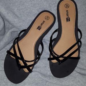 Girls dress flat sandals. Size 2 1/2.